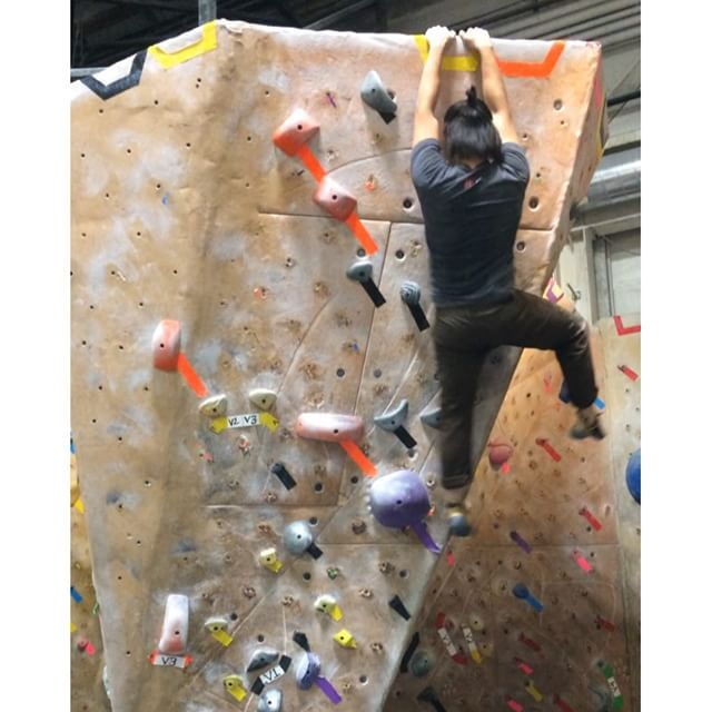 Love this V3 dyno at #missioncliffs, which starts with a running jump up to grips nearly nine feet high, followed by another big leap. Stuck it on my second try! #bouldering