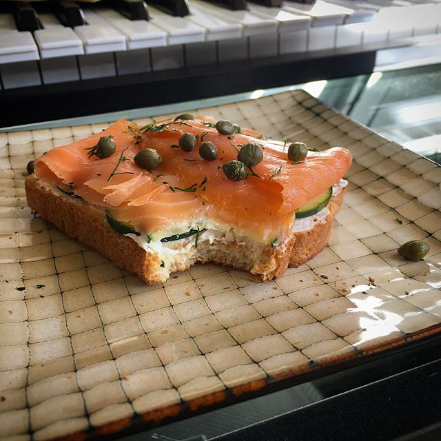 What a beautiful world... that I can be in the mood for an open faced smoked salmon sandwich, and that I can make this little dream a reality. Hope everyone has something good to appreciate right now.